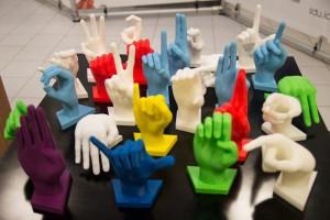 MANIpolare, kit 3D per l'apprendimento della Lingua dei Segni