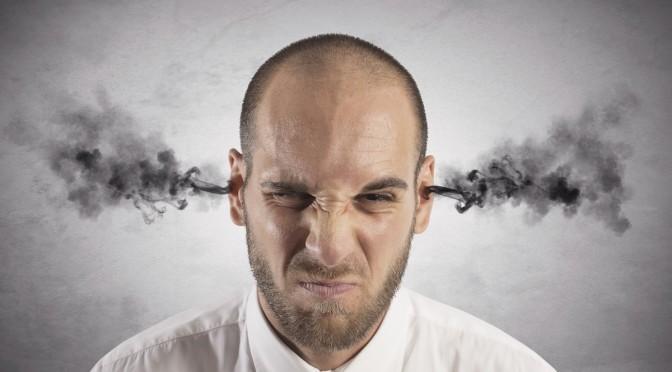 Soffri di emicrania? Forse è colpa del fumo