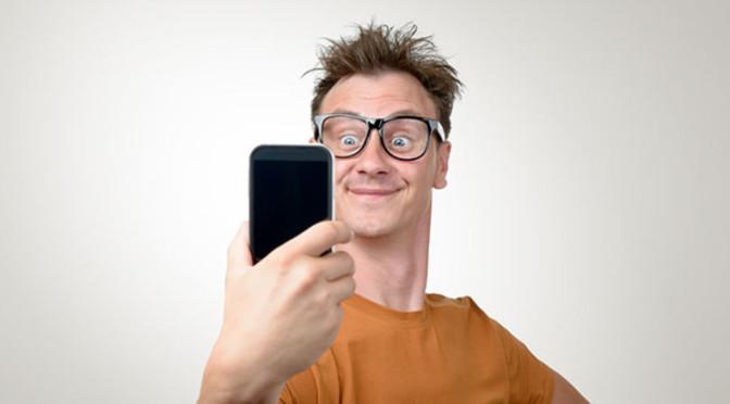 Un selfie per rendersi più attraenti? Questione di angolazione